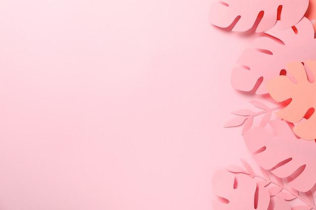 Decoratieve palmbladeren op roze, ruimte voor tekst