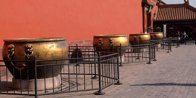Decoratieve urnen bij de verboden stad, peking, china