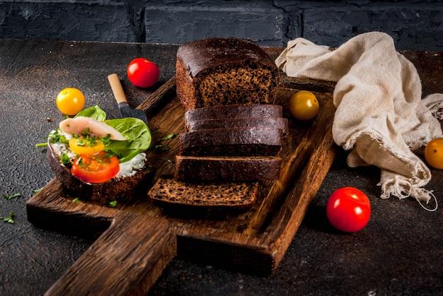 Deens open sandwich smorrebrod donker oppervlak