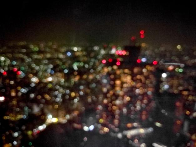 Defocused prachtige nacht licht scã¨ne van tokyo metropool in japan
