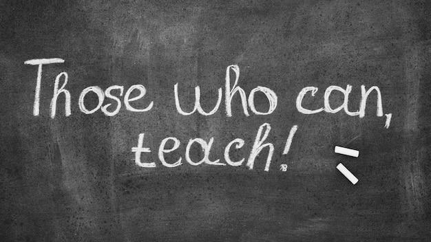 Degenen die kunnen, leren de dag van een gelukkige leraar