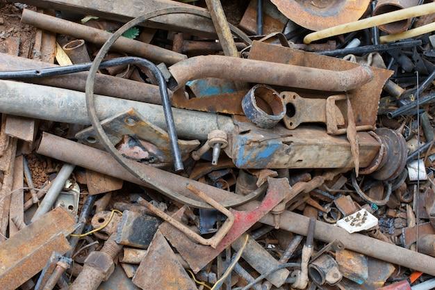 Delen van afval die geen gerecycled staal zijn.