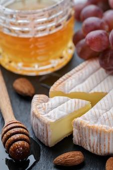 Delicatessen zachte geurige kaas met schimmel