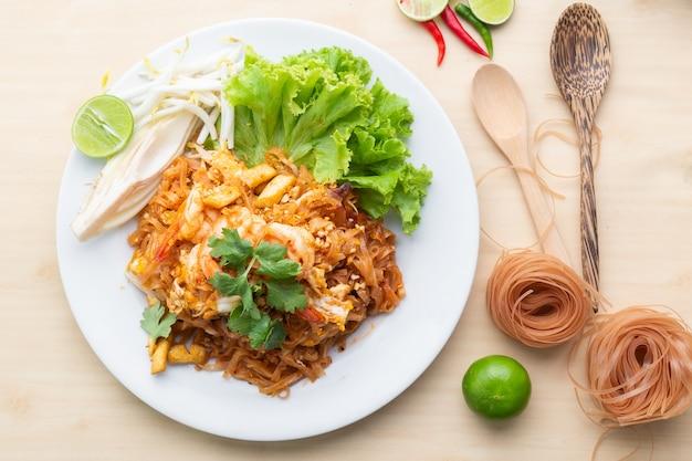 Deliciuos ongepelde rijstnoedels met garnalen