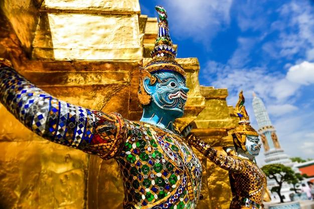 Demon guardian in het grote paleis bangkok.