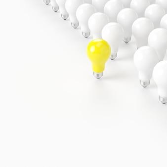 Denk anders. uitstekende gele gloeilamp met witte gloeilamp op witte achtergrond. minimaal concept