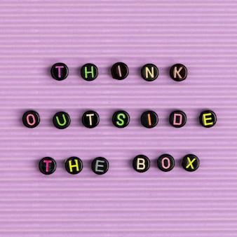 Denk buiten de doos quote met kralen