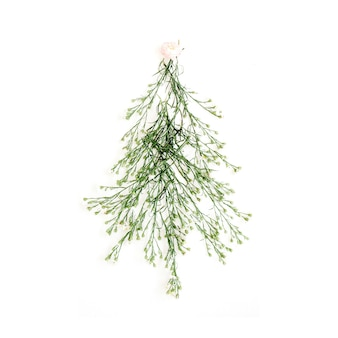 Dennenboom gemaakt van wilde bloemen. kerstmis of nieuwjaar.