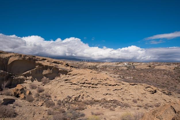 Desertic landschap in de eilanden van zuid-tenerife, cnary-eilanden, spanje.