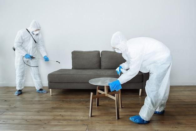 Desinfectie- en schoonmaakdiensten.