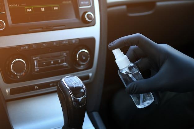 Desinfectie van het auto-interieur tegen bacteriën en verschillende plagen