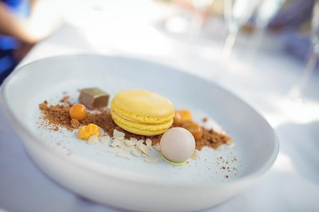 Dessert in plaat bij restaurant