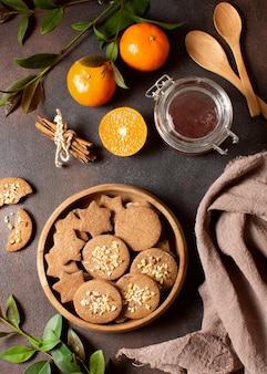 Dessert met fruit en winterkoekjes