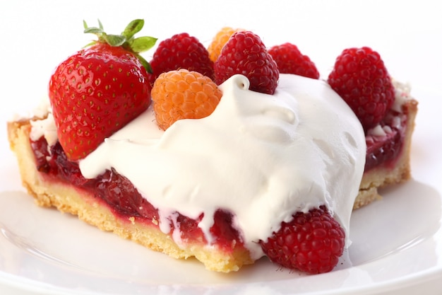 Dessertvruchtencake met slagroom