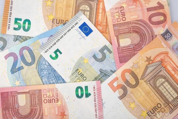 Detail van bankbiljetten van de europese unie als achtergrond