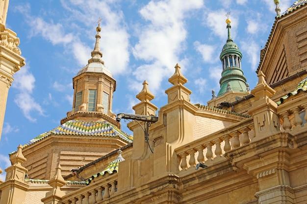 Detail van de basiliekkathedraal van onze lieve vrouw van pijler in zaragoza, aragon, spanje