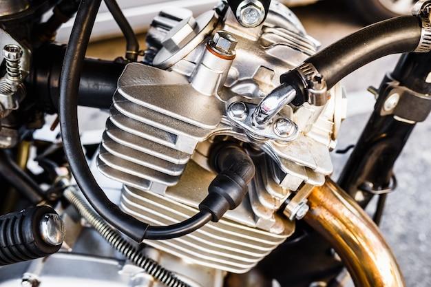 Detail van de benzinemotor van een motorfiets
