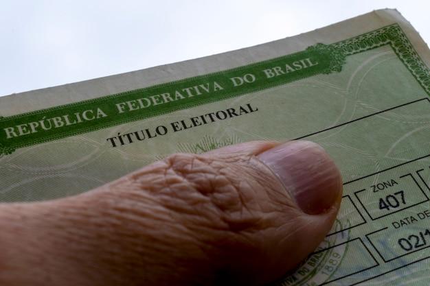 Detail van de braziliaanse verkiezingstitel titel van de kiezer van de verkiezingen in brazilië