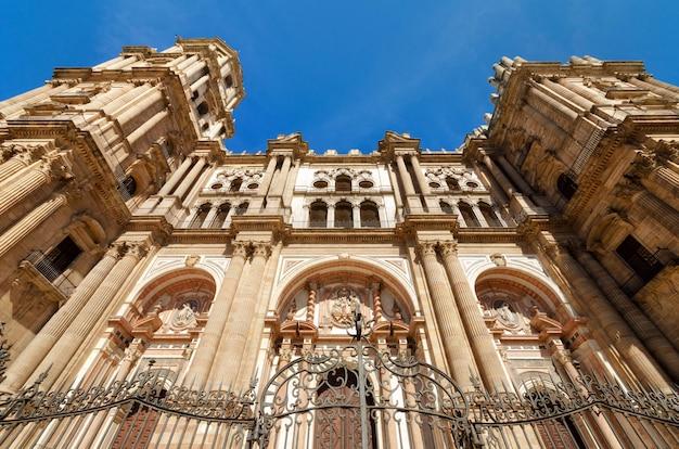 Detail van de gevel van de kathedraal van malaga, malaga, andalusië, spanje.