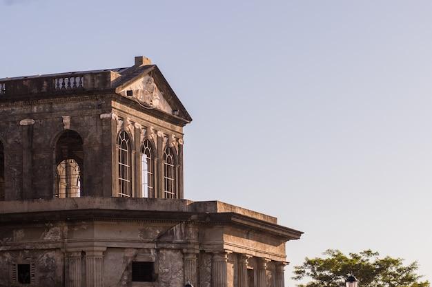 Detail van de hoofdstad van nicaragua de kathedraal van managua is een a-historisch gebouw aan het revolution square
