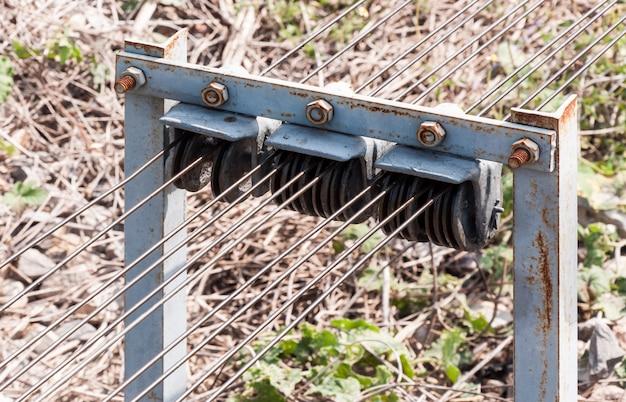 Detail van de katrol van de metalen kabel.