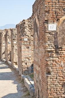 Detail van de site van pompeii. de stad werd verwoest en volledig begraven tijdens een lange catastrofale uitbarsting van de vulkaan de vesuvius
