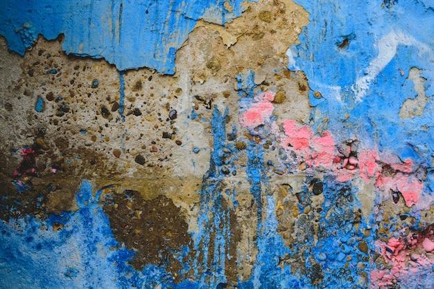 Detail van een anonieme straatgraffiti met vele kleuren, vrolijke stedelijke achtergrond.