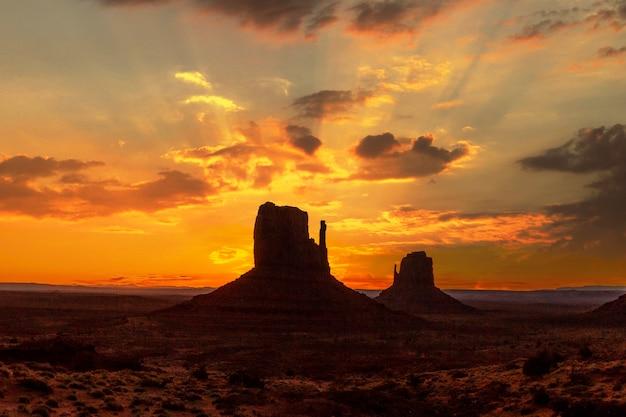 Detail van een stukje monument valley bij zijn prachtige zonsopgang, utah