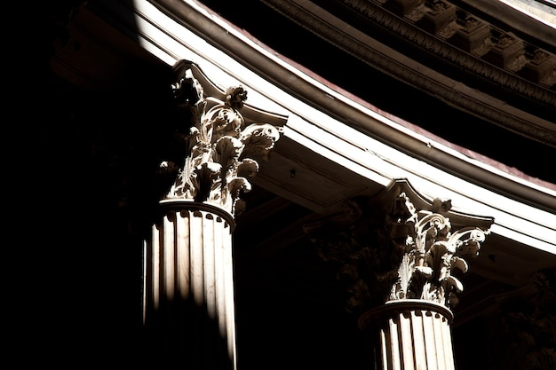 Detail van kolommen in het pantheon in rome, italië