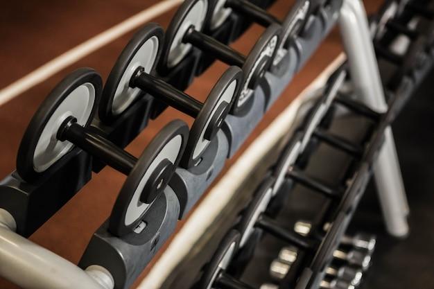 Detail van oefeningsmachine in een gymnastiek