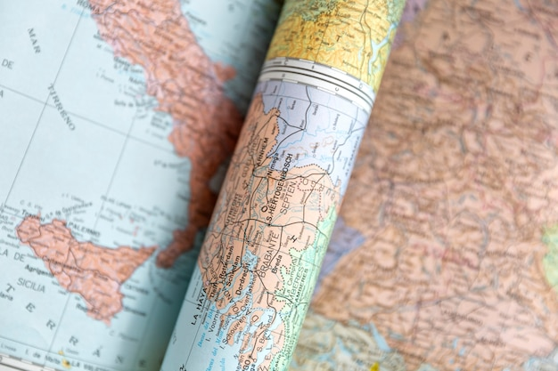 Detail van verschillende wereldkaarten. bovenaanzicht.
