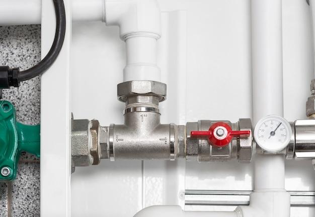 Detail van verwarmingssysteem in een stookruimte