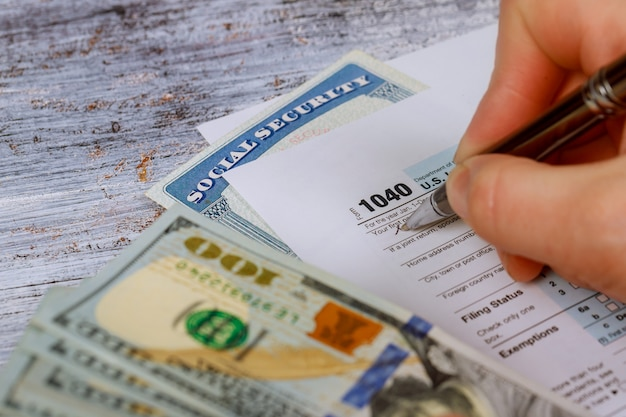 Detailclose-up van huidige belastingsvormen voor het indienen van irs