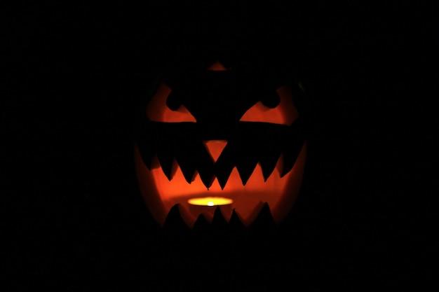Detailopname. enge pompoen voor halloween. concept van halloween