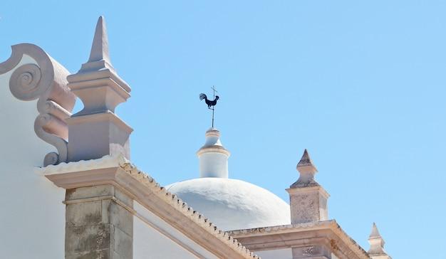 Details van de historische kerk van san lorenzo in faro portugal.