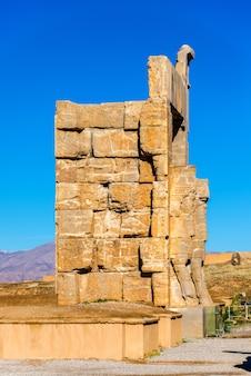 Details van de poort van alle naties in persepolis - iran