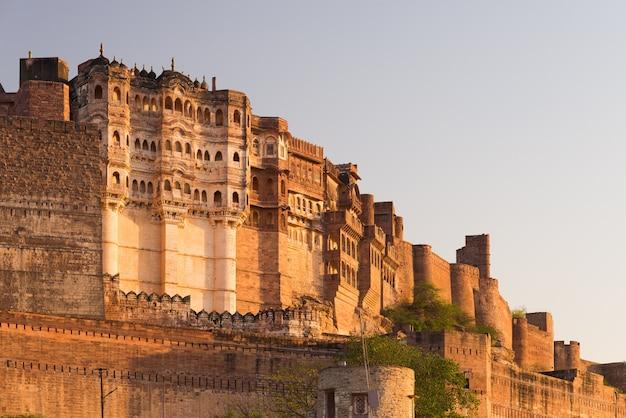 Details van het fort van jodhpur bij zonsondergang.