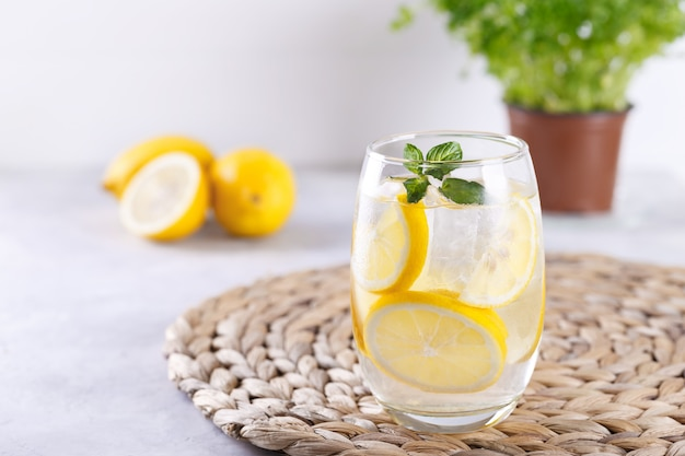 Detox citrus toegediend water