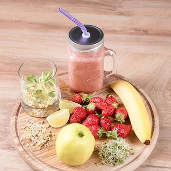Detox reinigt smoothie-ingrediënten voor dranken, fruit en bessen