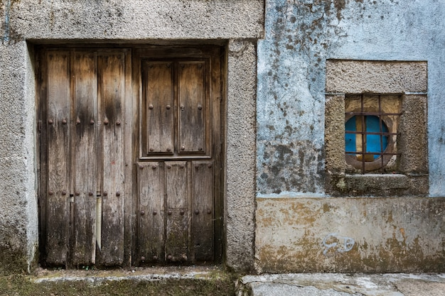 Deur en raam in het oude dorp van la alberca. salamanca. spanje.