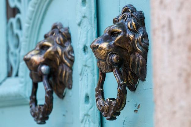 Deurknop in de vorm van een leeuw
