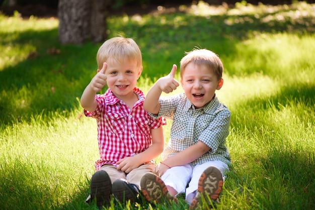 Deze twee jongens zijn beste vrienden. vrienden voor het leven.