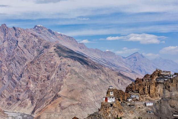 Dhankar gompa boeddhistisch klooster op een klif