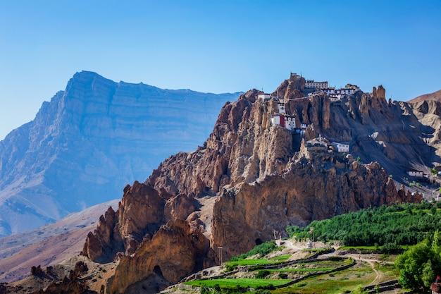Dhankar gompa klooster op klif in de himalaya, india