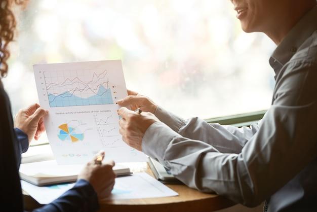 Diagrammen en grafieken bespreken