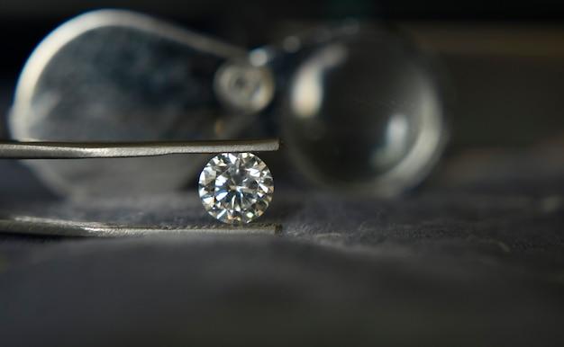 Diamanten zijn duur voor het markeren van sieraden