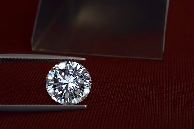 Diamanten zijn waardevol, duur en zeldzaam. voor het maken van sieraden
