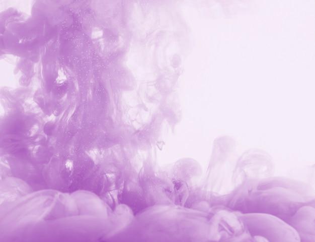 Dichte paarse wolk van waas