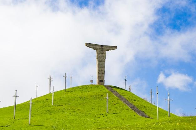 Didgori-monument in didgori, georgië. beroemd oriëntatiepunt en plaats.