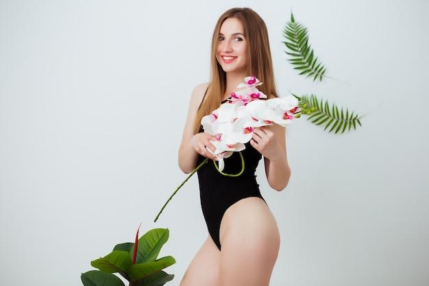 Dieet, gezondheid en schoonheid. jong meisje. vrouw in een badpak.